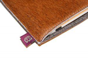 Schöpf iPad Hülle aus braunem Fell